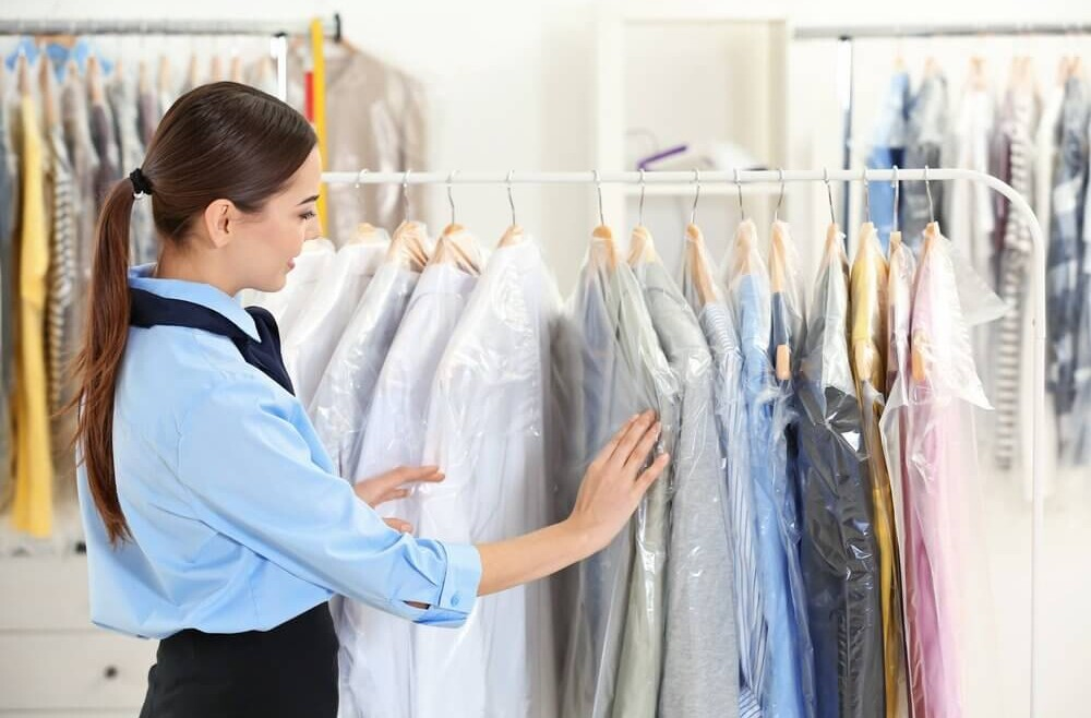 Difference Between Laundromat and Dry Cleaners